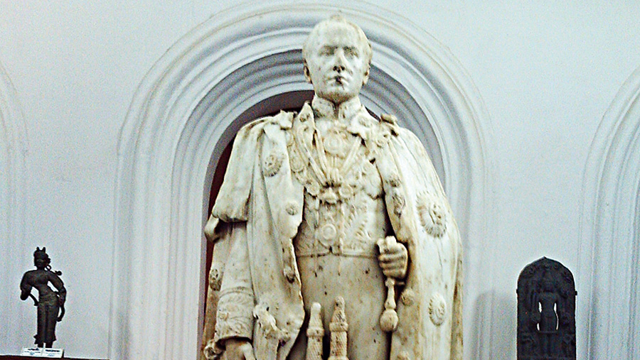 Statue of Lord Curzon at Bardhaman Museum.