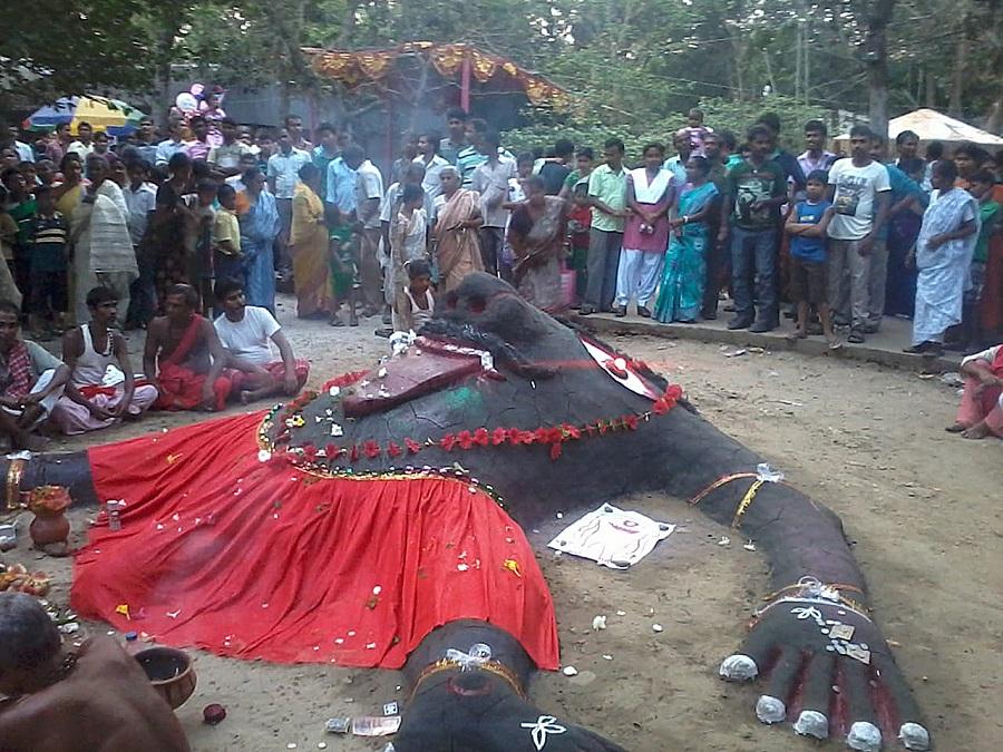 Headless Hajra, an apadebata worshipped in Phulia