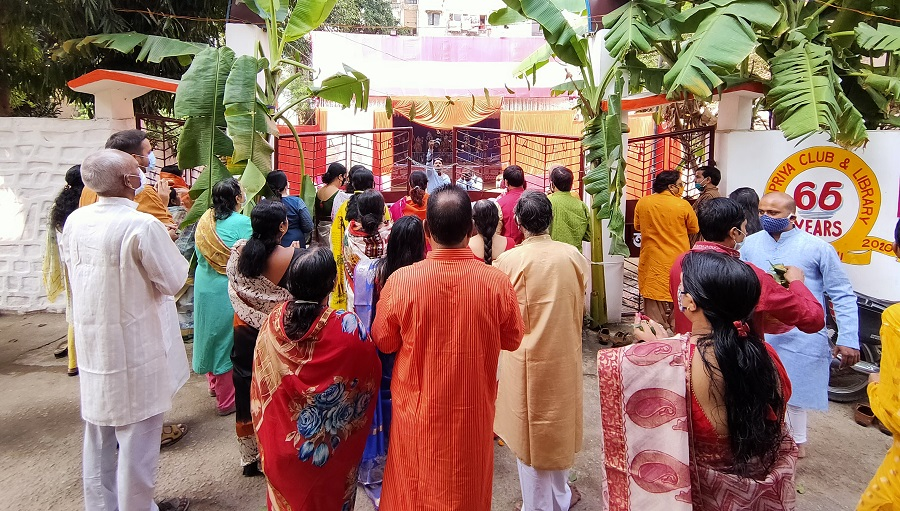 Devotees perform Ashtami Pushpanjali outside the campus of Deshpriya Club Tharpakna in Ranchi on Saturday.