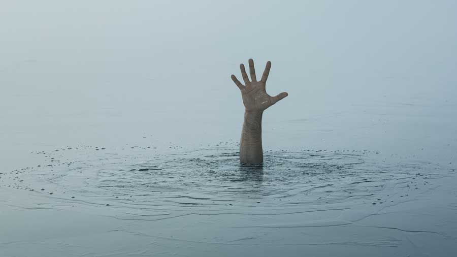 Sources said on Friday, friends Sriparna Rajak, 10, Purnima Rajak, 10, and Koyel Rajak, 12, went to bathe in the Ganga at Shaktimandalpara of CharSujapur, a village under Baishnabnagar police station of KaliachakIII block. The trio went missing which some by-standers noticed.