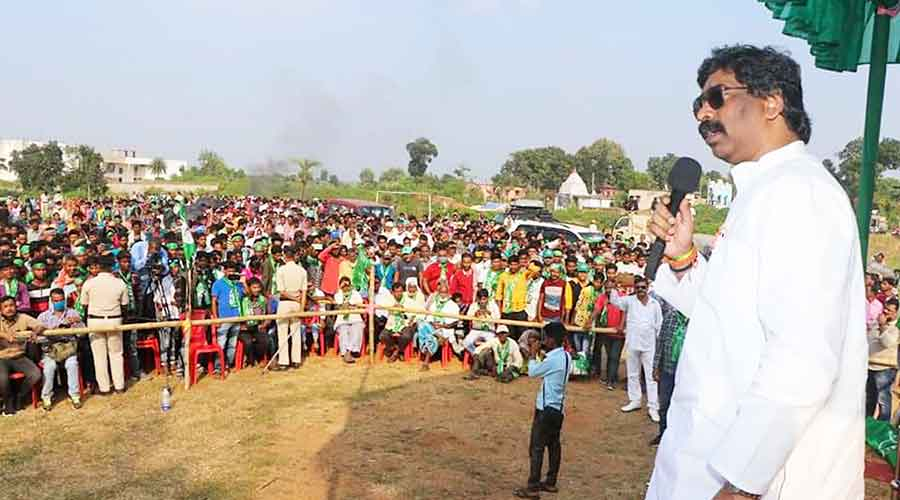 Chief minister Hemant Soren addresses a public meeting to campaign for his brother and JMM candidate Basant Soren (not in picture) in Dumka.