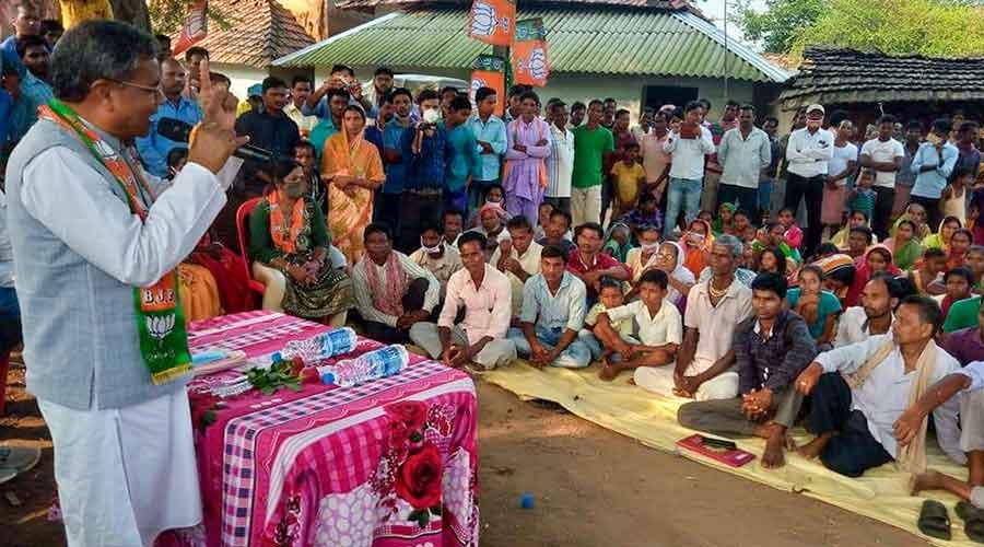 BJP leader Babulal Marandi campaigns for the party candidate at Masaliya block of Dumka.