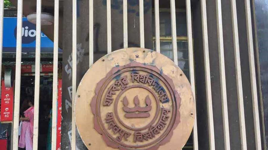 The Jadavpur University Teachers' Association (Juta) has issued a statement, blaming the students for the resignation of two deans of science over the past couple of months