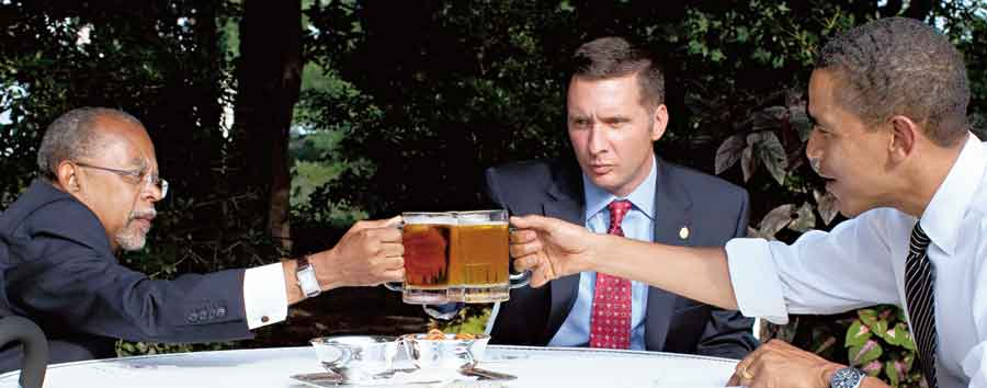 """Barack Obama, the then US President (right), Professor Henry Louis Gates Jr. (left) and  Sergeant James Crowley toast at the start of their meeting in the Rose Garden of the White House on  July 30, 2009. The meeting came to be known as the """"beer summit"""""""