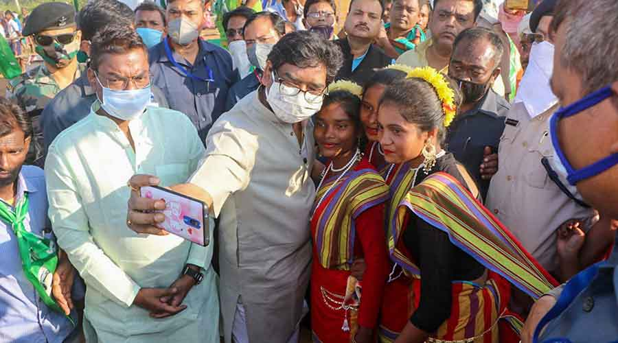 Chief minister Hemant Soren clicks a picture with supporters while campaigning for his brother, JMM candidate Basant Soren, in Dumka on October 31, 2020.