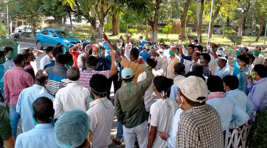 Contract workers demonstrate in front of the administrative building of Bokaro General Hospital on Saturday.