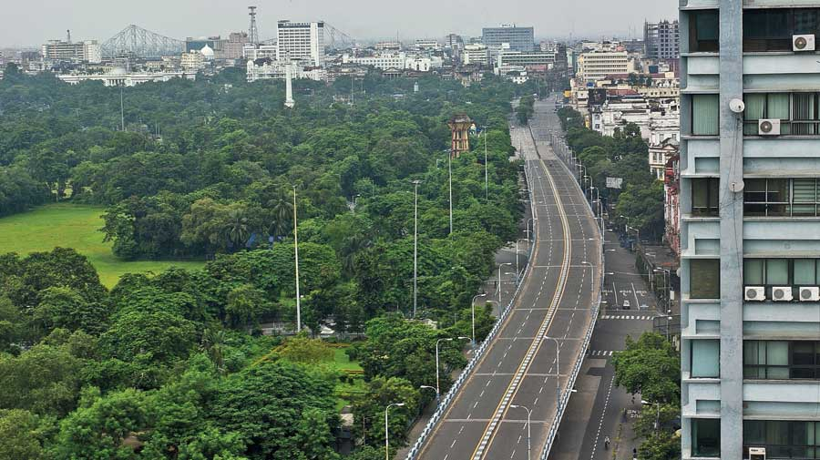 Deserted Chowringhee Road and Park Street flyover during the lockdown on Monday afternoon. The maximum temperature on Monday was 35.4 degrees, three notches above normal.