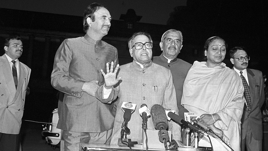 Former president Pranab Mukherjee with senior Congress leader Ghulam Nabi Azad and others on February 22, 1998 .