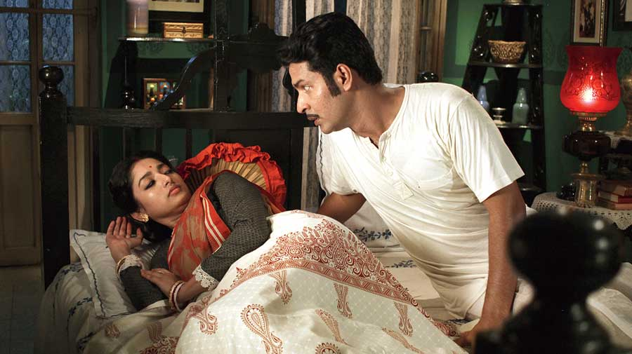 Ishaa and Anirban in Detective, which is streaming on Hoichoi