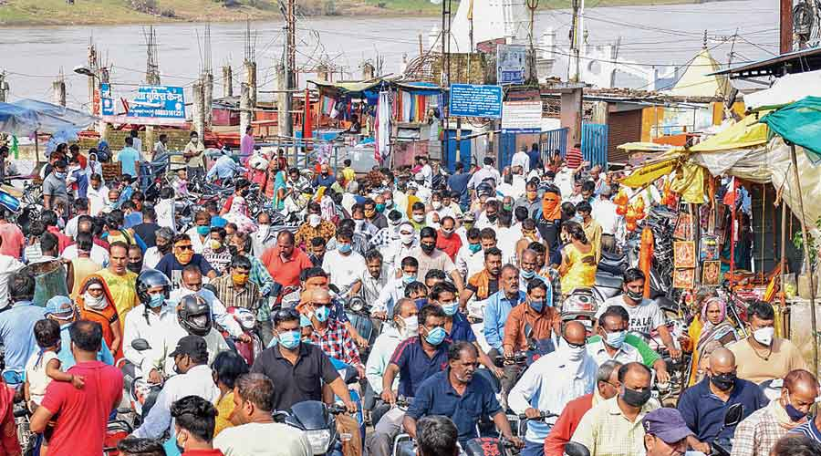 Devotees flout social distancing norms as they gather on the banks of the Narmada river on Pitrupaksha at Jabalpur in Madhya Pradesh on Wednesday