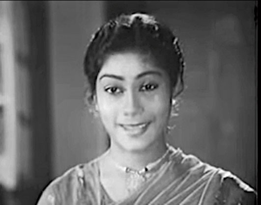 3. Proud mother of one of the finest theatre personalities in Bengal and grandmother of a National Award-winning actor, she herself is a powerhouse of talent and people hate her in Shreemoyee. She had a brief appearance (shown in the picture) in Bhanu Bandyopadhyay's movie Personal Assistant which was her third venture on the celluloid. Who is she?