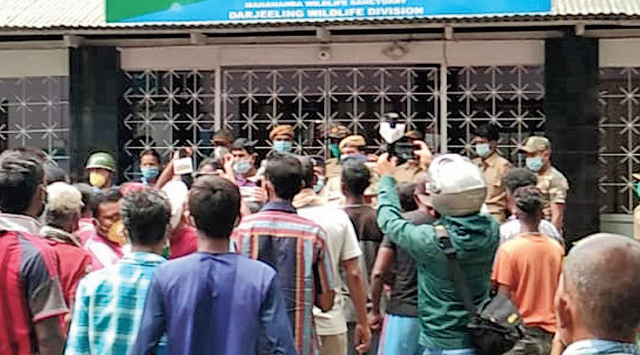 Residents of Mohorga-Gulma demonstrate in front of Sukna range office on Sunday.