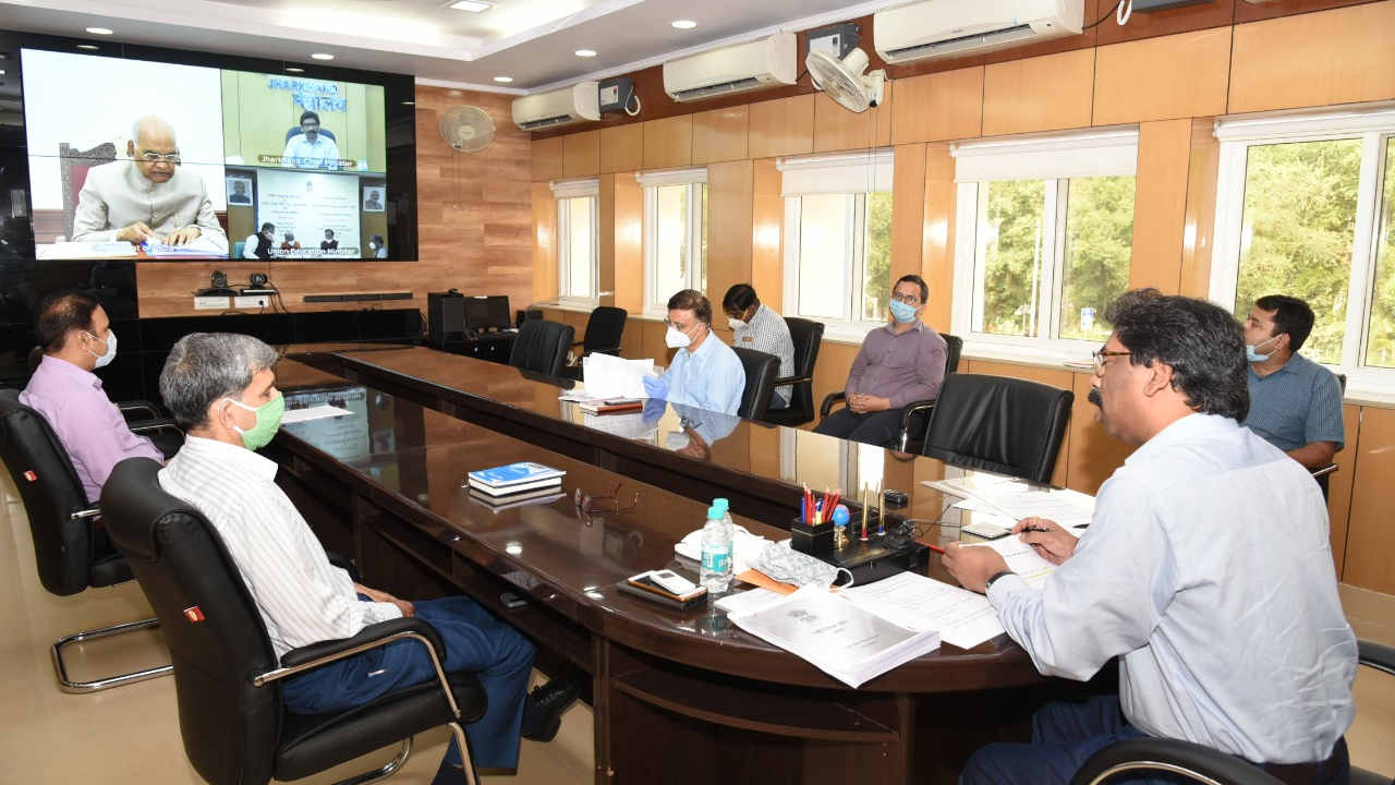 Chief minister Hemant Soren with state officials during a virtual meeting with President Ramnath Kovind and PM Narendra Modi on the national education policy in Ranchi on Monday.