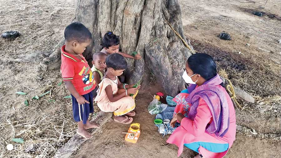 Academic support fellows using easily available aids such as vegetables,  pebbles and twigs to conduct  pre- school education among children in Gumla district