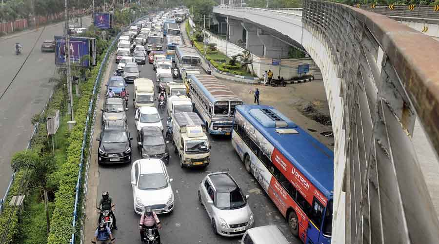 Vehicles stuck in snarls on the airport-bound flank of VIP Road on Tuesday morning