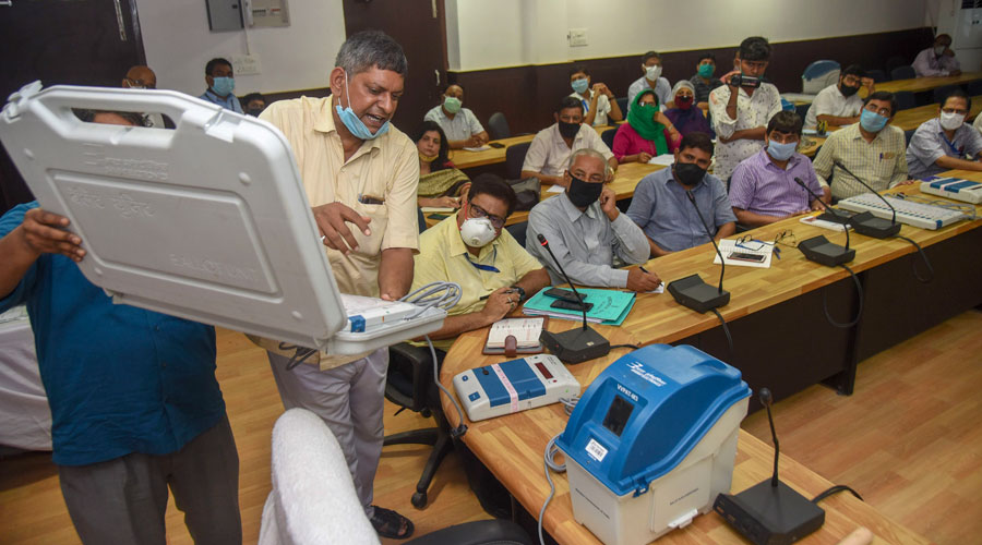 Election officers demonstrate Electronic Voting Machine (EVM) and Voter-Verified Paper Audit Trail (VVPAT) during a training programme of Sub-Divisional Officers (SDO) ahead of the Bihar Assembly polls in Patna on Tuesday.