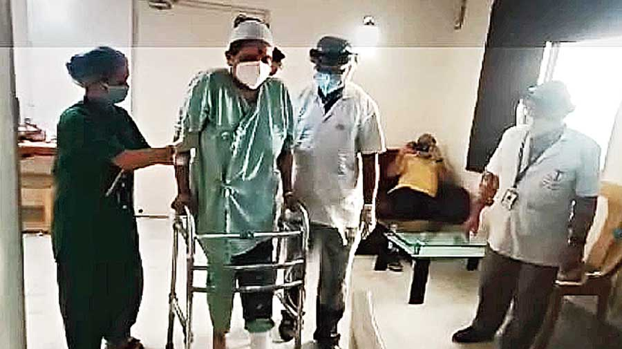 Nilanjana Chatterjee, who suffered fractures in her left leg while trying to save a woman who was screaming  in a car on Saturday night near the Ruby crossing, was able to walk again on Thursday, albeit with the help of a walker.