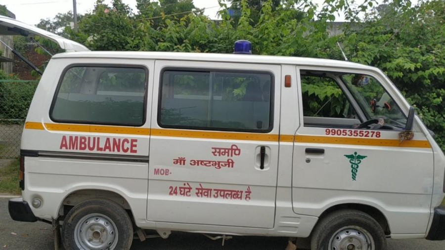 An ambulance at Jullu Park to take the dead body to the hospital in Hazaribagh on Thursday.