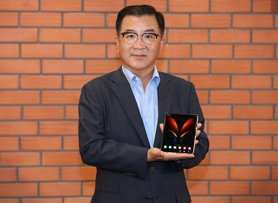 With enhancements across hardware and user experience, we are unfolding a new era of possibilities for the mobile device — Ken Kang, president and CEO, Samsung SWA