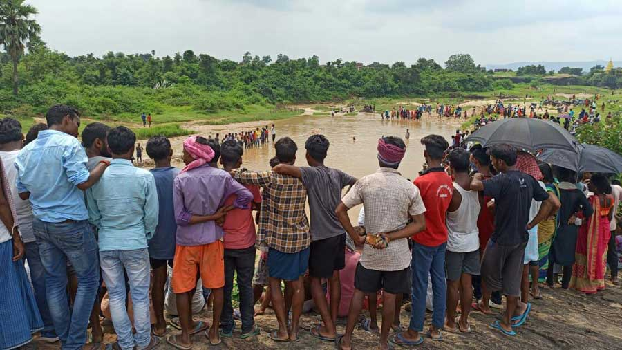 Villagers gather on the banks of the Shankdara river in Hazaribagh on Sunday.