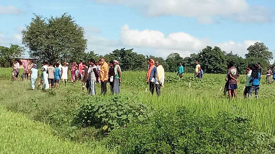 Villagers show policemen the scene of the lynching at Gumla on Monday.