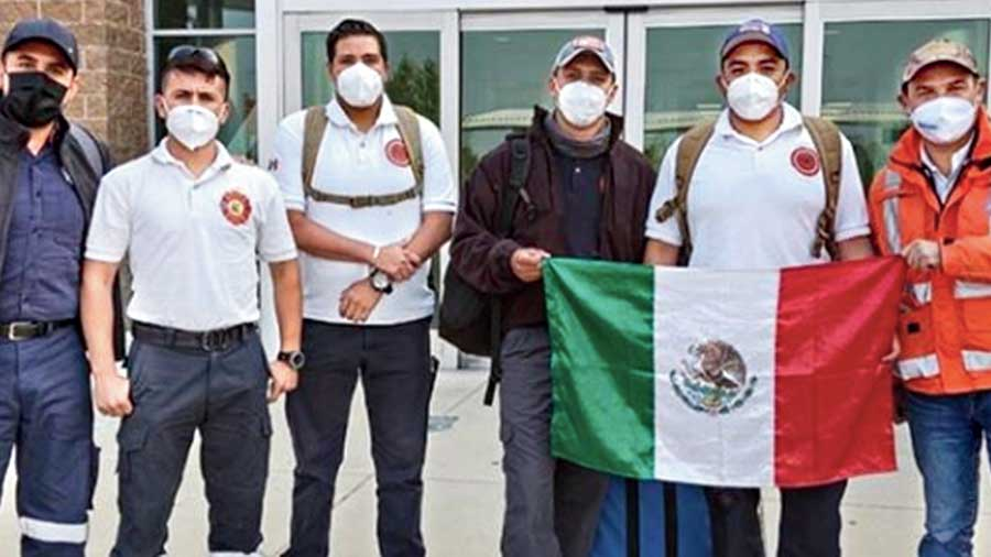 """@upworthy: The heroic firefighters come from central Mexican city Guanajuato, which has a 50-year """"sister city"""" relationship with Ashland, Oregon. The men include Captain Aldo Iván Ruiz, Captain Juan Armando Alvarez Villegas, Sargent Jorge Luis Anguiano Jasso, Sargent Luis Alfonso Campos Martínez and firefighter Miguel Ángel Hernández Lara. The world stands together. Thank you/ mil gracias."""