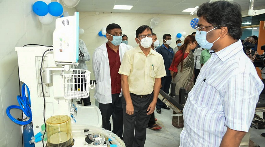 Chief minister Hemant Soren taking a look at the newly installed facilities at Dumka Medical College and Hospital on Wednesday.