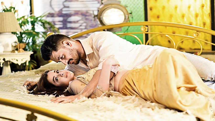 Arjun and Darshana in the music video for Majhe majhe tobo, which drops on October 2
