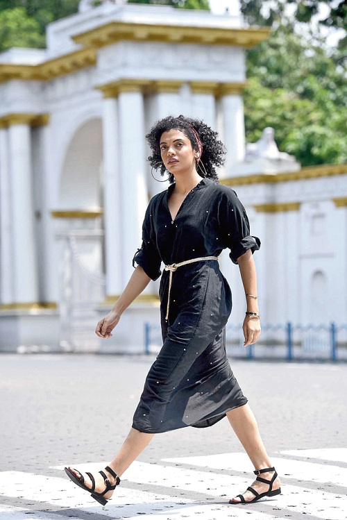 6. Subhamita channels easy style in an anti-fit black dress made street cool with big hoops, strappy sandals, a stack of golden bangles and a multicoloured bandana. While Olivia picks this as daywear or for the beach, Sayantan feels the gold belt lends it a dose of glam.