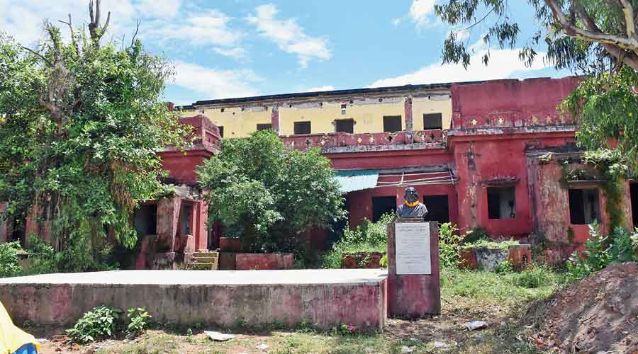 The crumbling Patherpuri house