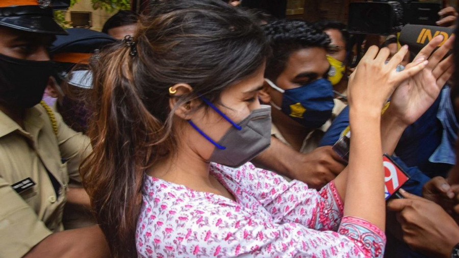Rhea Chakraborty being hounded by the media outside the NCB office.