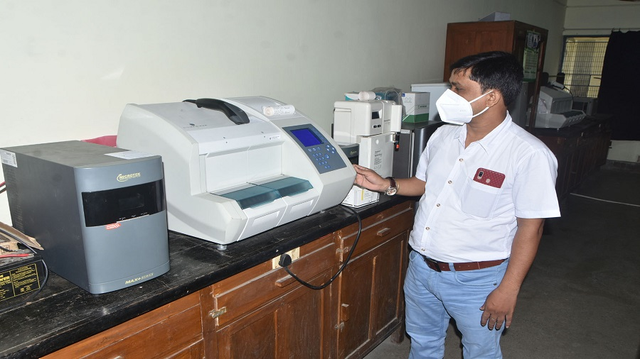 Lab technician A.K. Singh at the biochemistry lab of the department of biochemistry at Shahid Nirmal Mahto Medical College in Dhanbad on Friday