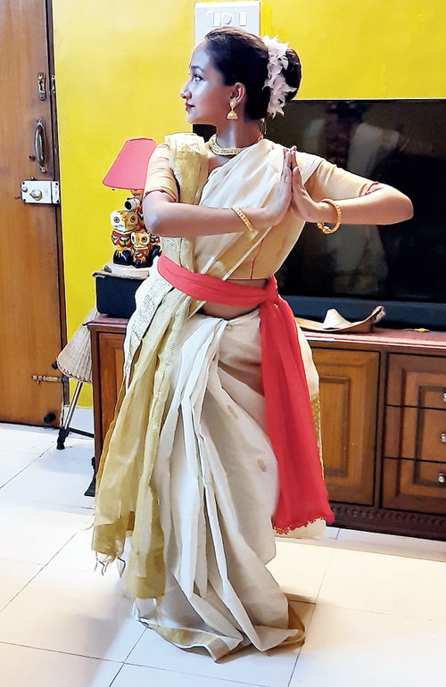 Pranomita Pal of Class XII in course of her performance