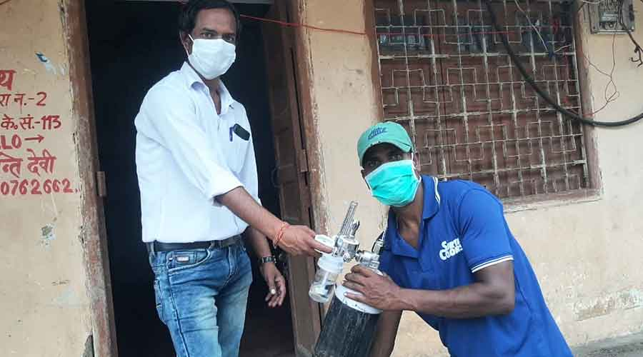 A volunteer readying cylinder for delivering at a patient's house in Ranchi on Friday.
