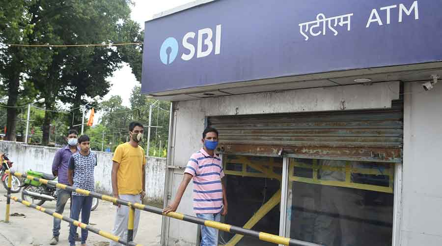 Residents of Sindri at an SBI ATM.