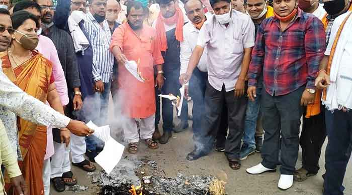 BJP workers at the protest