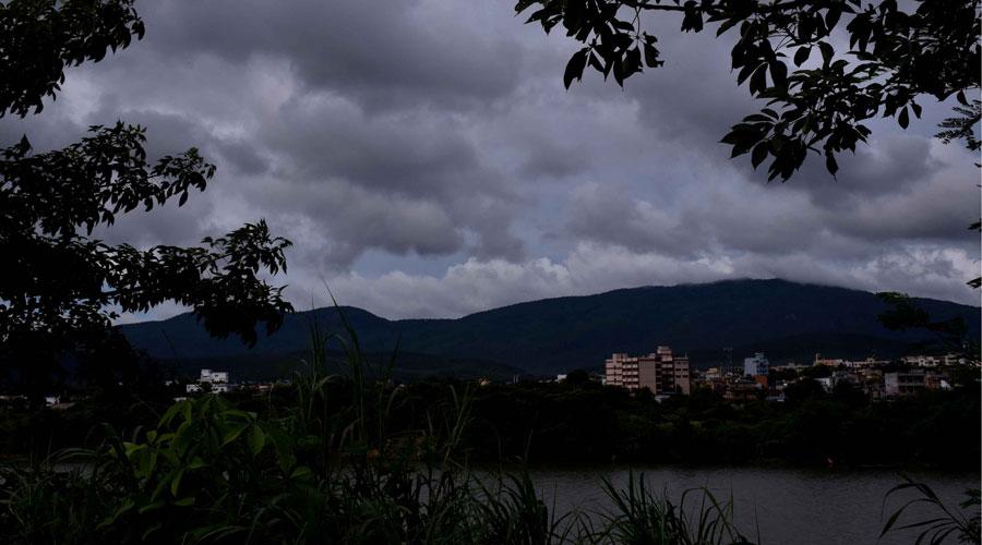 21jamweather -1/4: Dark clouds hover over Sonari in Jamshedpur on Monday.