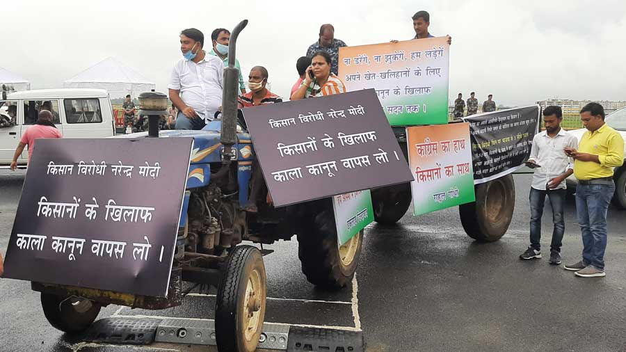 Congress MLA Deepika Pandey rides a tractor trolley to protest the farm bills and to express her support to farmers on her way to the Assembly.