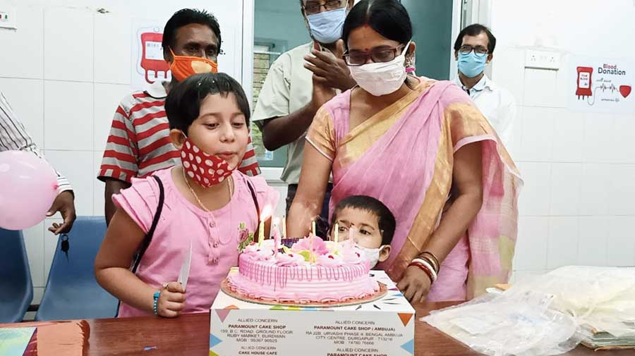 Srestha and Nistha with their parents at the blood bank of Durgapur sub-divisional hospital on Tuesday.