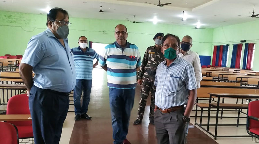 Vice chancellor Dr. Mukul Narayan Deo (right) inspects an examination centre in Hazaribagh on Thursday.