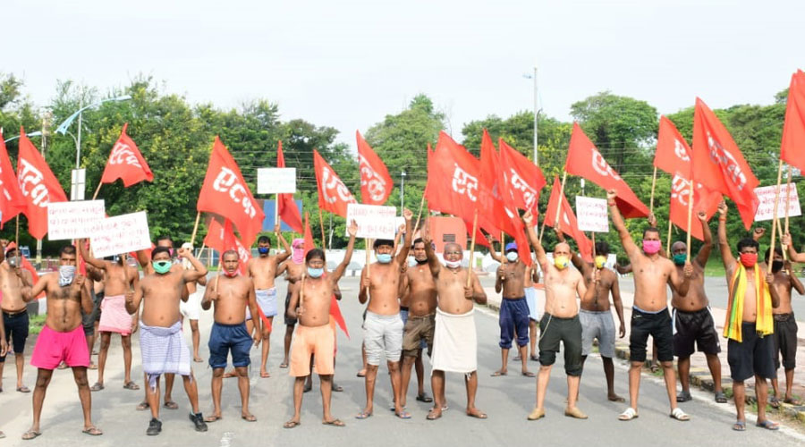 Contract workers demonstrate at Ghandhi Chowk