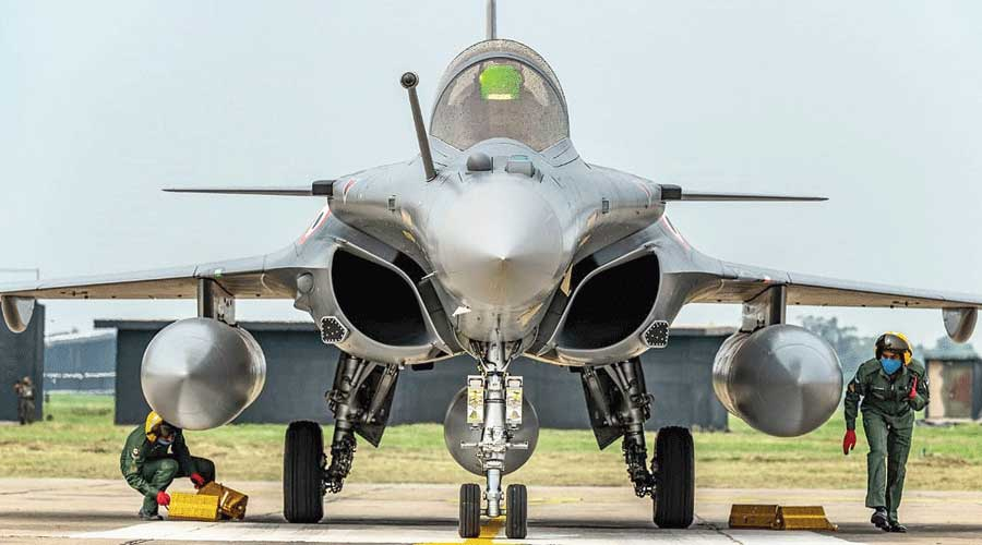 Defence ministry scraps offset clause; Rafale-row relic buried after CAG rap