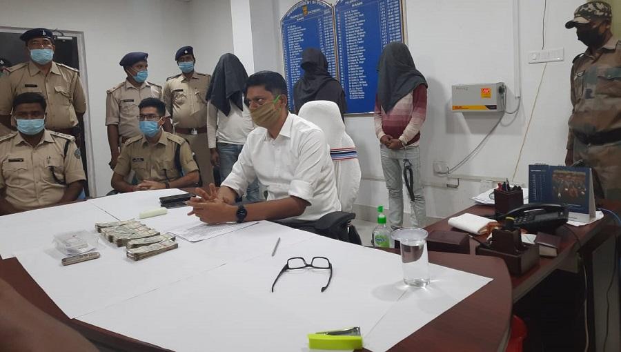 Palamau SP Sanjeev Kumar addresses the media in Daltonganj on Tuesday.