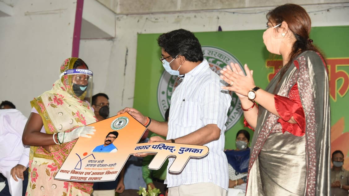 Chief minister Hemant Soren with beneficiaries of social welfare schemes during his tour of Dumka in the second week of September.