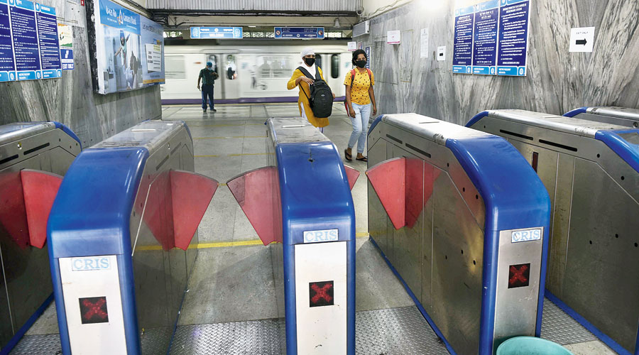 The woman raised the alarm when the man, later identified as Amit Das, was allegedly trying to molest her while boarding a train at Kavi Nazrul station. She boards a Metro train daily at Kavi Nazrul on her way to office and gets off at Esplanade,