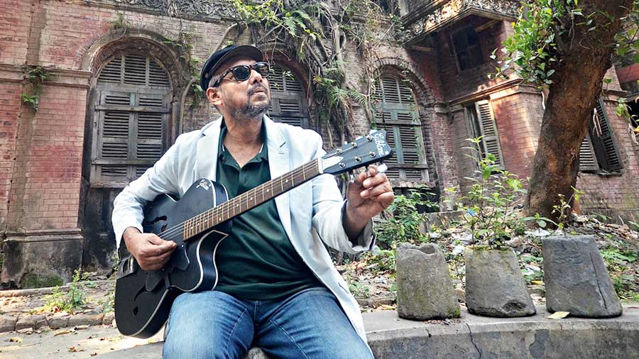 Anjan Dutt and The Band will be doing a digital concert on October 18 from 8pm, revisiting and rearranging old favourites in a new way