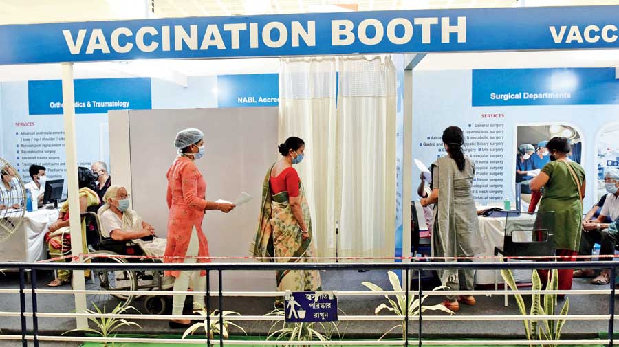 Office-goers rush for Covid jab in Calcutta