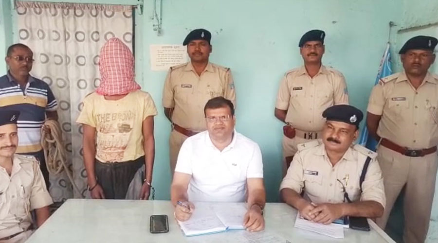 Nirsa police with Gardish Munda in Dhanbad on Friday.