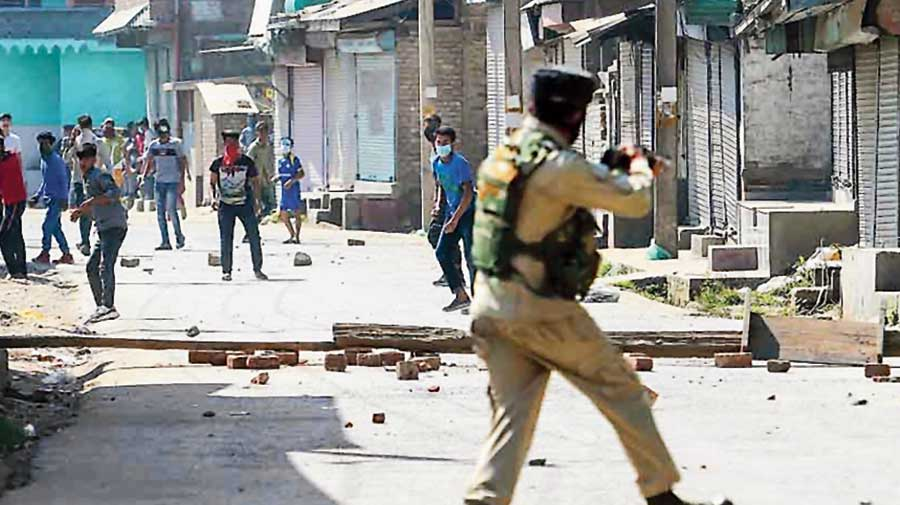 Kashmir: Youth with bag of apples dies in alleged CRPF firing