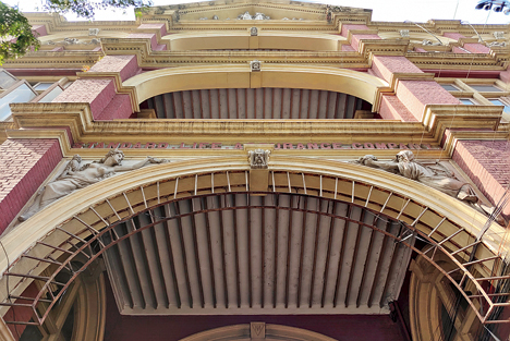 The Standard Building in Calcutta's Dalhousie from close quarters. All the carvings have been captured well on the Vivo X60 Pro